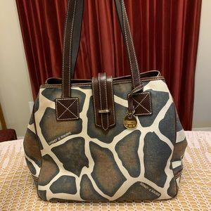 Giraffe print Dooney & Bourke shoulder bag!!